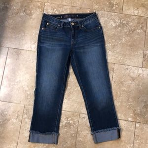 NWOT Jennifer Lopez frayed cuff denim capris